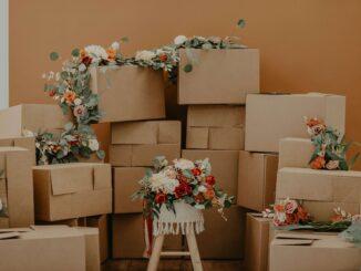 flyttekasser-blomster-personlighed-papkasser-rajapack